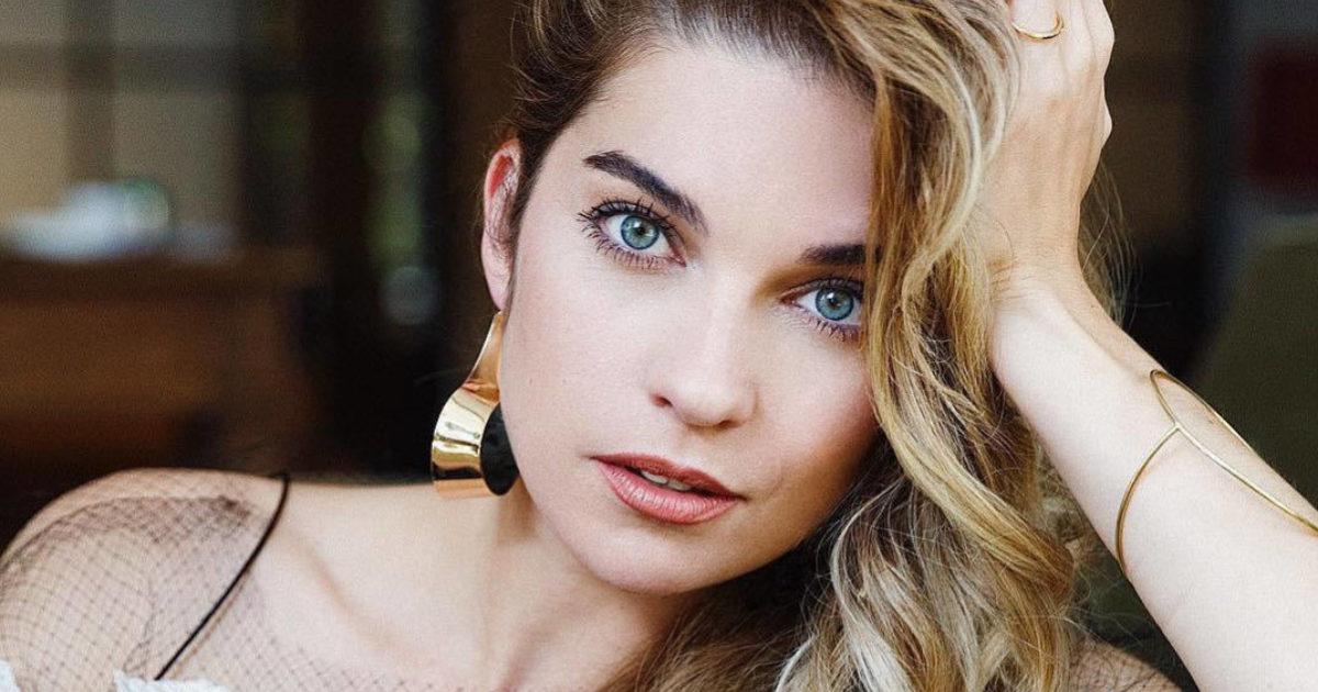 Annie Murphy of Schitt's Creek: playful personality… | Kobo News